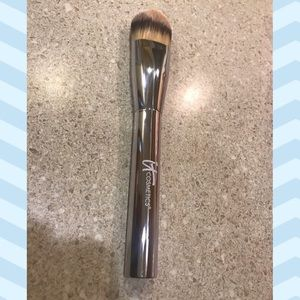IT - Heavenly Luxe Plush Foundation Brush- Used 1